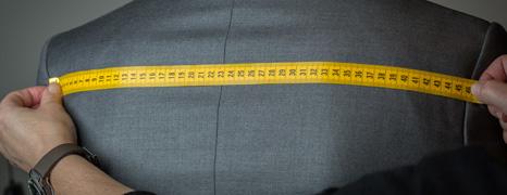 Toma medidas para tu traje online Exquisuits en más de 30 tiendas en España y Andorra
